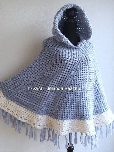 PATR1040 - Round poncho with hood