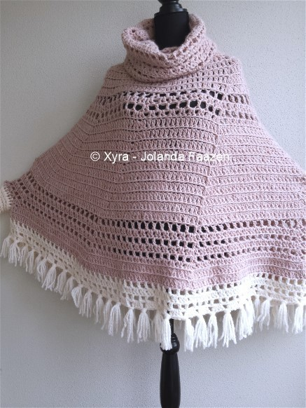 Free Crochet Pattern Poncho With Sleeves : PATR1039 - Round poncho with sleeves and cowl - Xyra Creaties