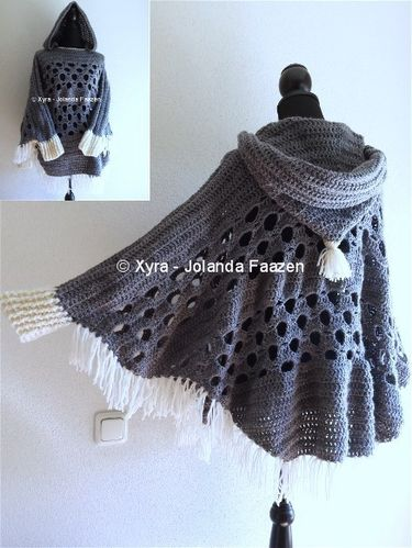 PATR1032 - Poncho with sleeves and large hood