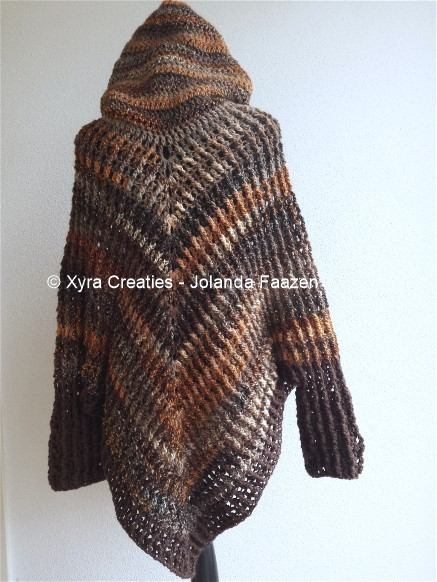 Free Crochet Pattern Mens Poncho : PATR1053 - Poncho with sleeves and hood - Xyra Creaties